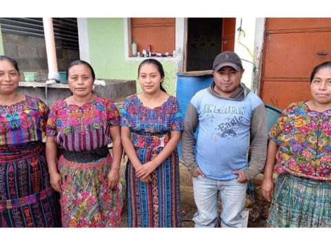 photo of Flor De Manzanas Group