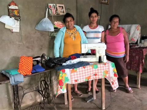 photo of Juntos Crecemos Group