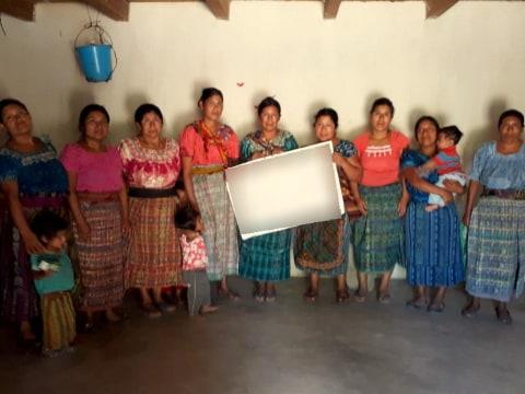 photo of Canasta De Flores Group