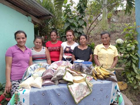 photo of Una Mano Amiga Group