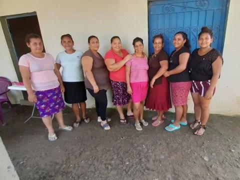 photo of Siete Rosas Y Un Clavel Group