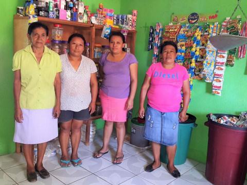 photo of Las Aspirantes Group
